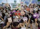 香港千名空姐马拉松式静坐抗议消减福利